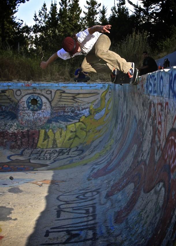 Jared Fiorovich - Backside Nosegrind skateboard malfunction @ Buena (photo: Lanshark)