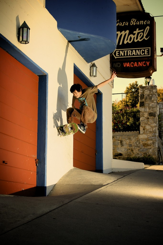 Calvin Luu - Frontside Wallride (photo: Lanshark)