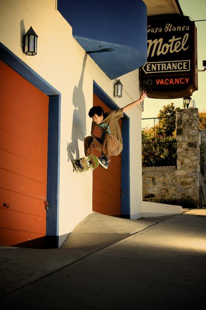 Calvin Luu - Frontside Wallride (photo: Lanshark)