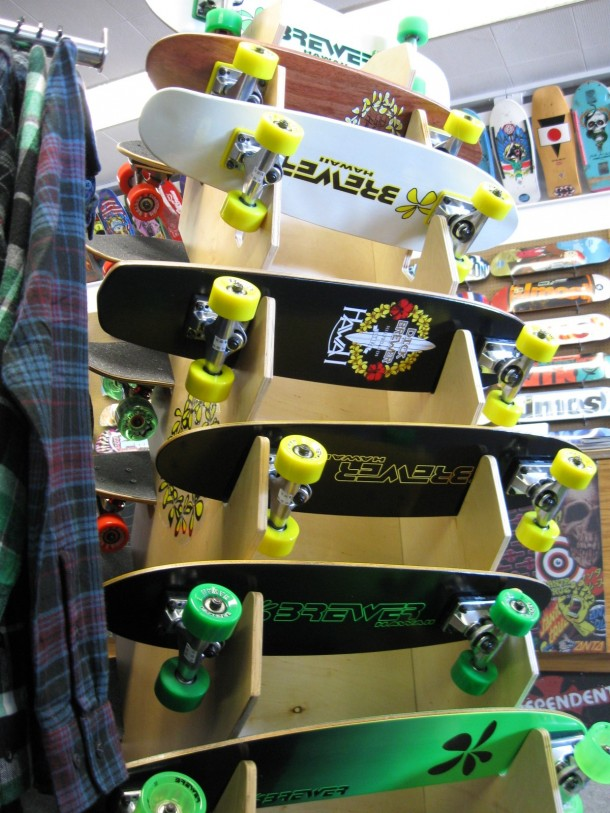 Old School Dog Town Skates Rack 02