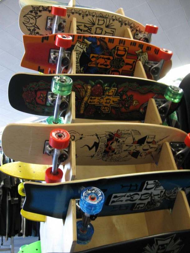 Old School Dog Town Skates Rack 03
